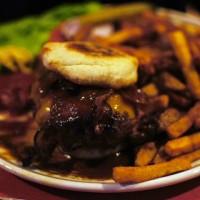 Burger im Birds in Hamburg - qualitativ hochwertiges Fleisch, aber wo ist das Brötchen?