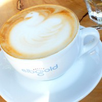 Cappuccinogenuss im Elbgold