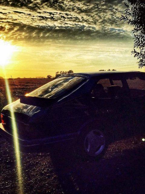 Saab 900 im Sonnenuntergang